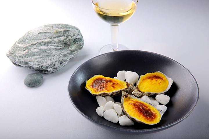 Rech的焗蠔配菠菜‧香檳蛋黃醬 (圖:Rech by Alain Ducasse)