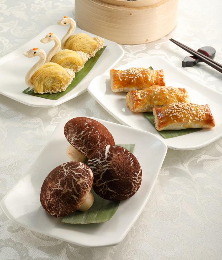 (前至後) 冬菇包、叉燒酥、天鵝酥 (圖:功德林)