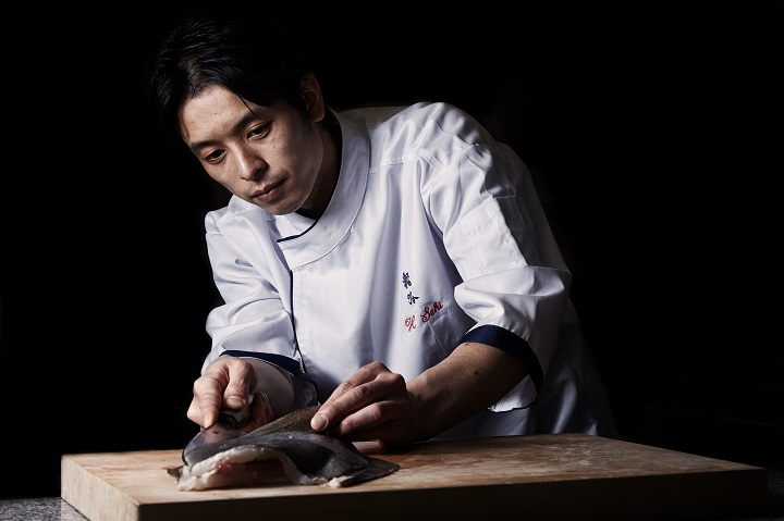 正在使用日本刀的关秀道(图:天空龙吟)