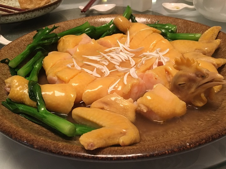 「留家廚房」今年推出了全雞宴,相信是劉氏父子攜手並肩的代表作,當中重現了將近失傳的「江南百花雞」。(圖:謝嫣薇)
