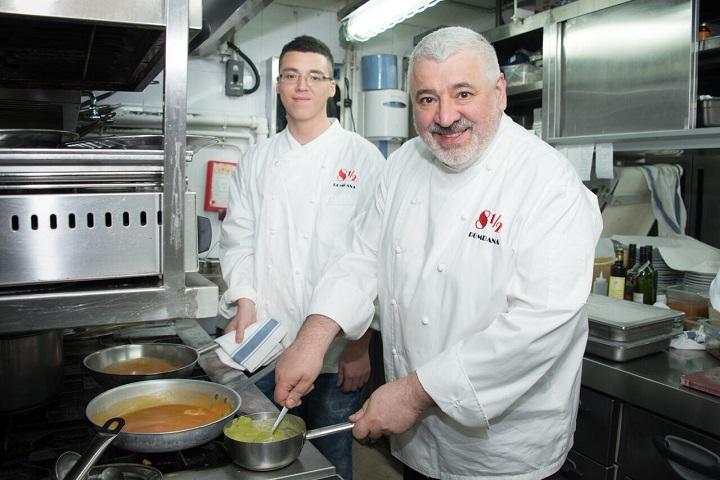 Bombana 父子在廚房裡總會自動地分工合作,有種與生俱來的默契。(圖:8½ Otto e Mezzo Bombana)