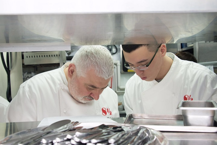 Chef Bombana 宣佈另闢私房菜品牌,背後動機,是希望把這個人品牌留給兒子繼承,為他鋪排好未來的路。這應該就是一位父親說不出口的溫柔。(圖:8½ Otto e Mezzo Bombana)