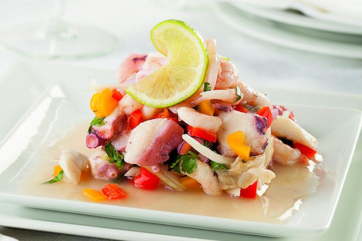 秘魯的醃生魚片中,就常用到辣椒,圖中的版本就用上黃辣椒。