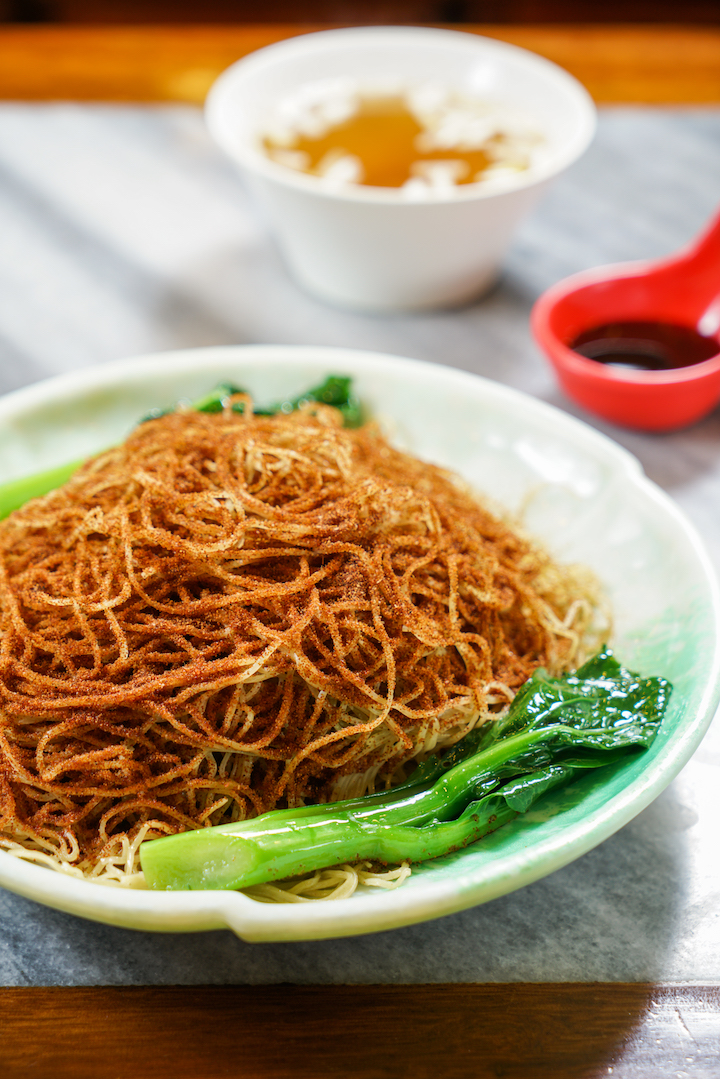 Signature dish: dry noodles with oyster sauce and home-fried shrimp roe. (Photo: Wong Kin Fung)