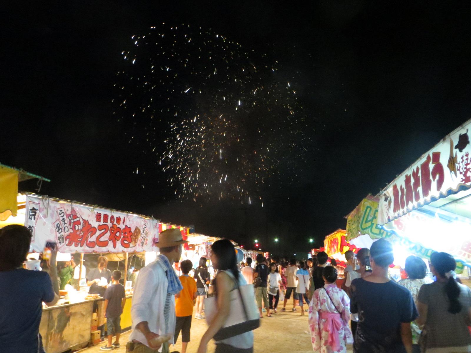 日本夏祭,難得可以邊逛邊吃邊賞煙花。
