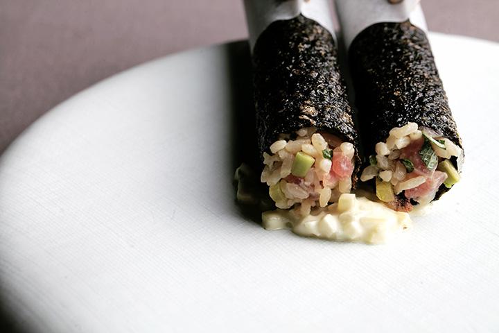 Jungsik 的 Gimbap,紫菜炸得香脆,包裝吞拿魚飯,伴以松露醬,是韓國人外遊必備的手卷小吃的創新演繹。