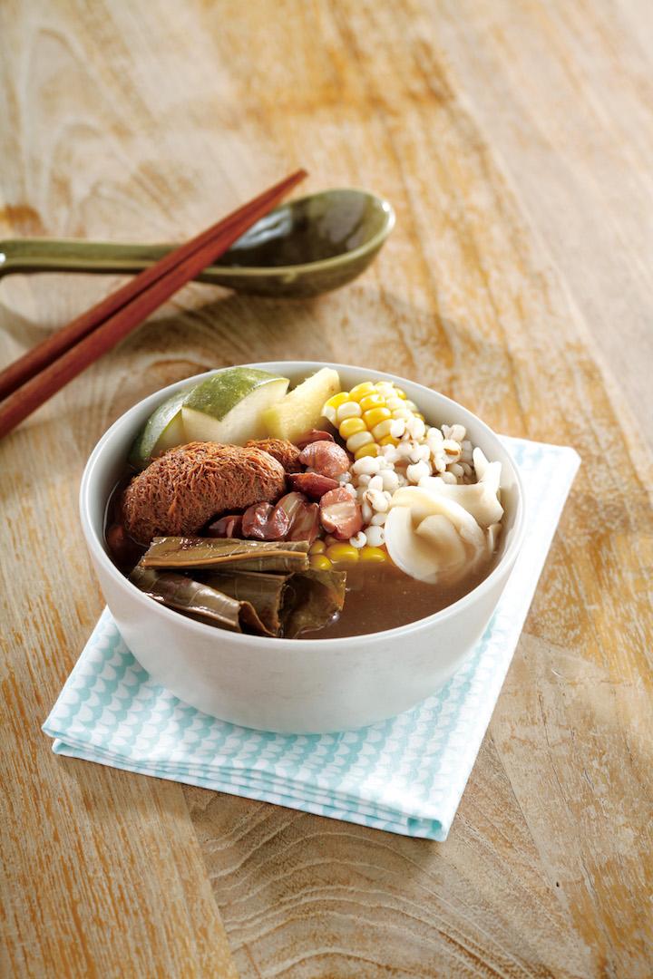 冬瓜粟米荷葉蓮子猴頭菇素湯。圖片來源:《飲湯 2 - 小兒調理體質由飲湯開始》