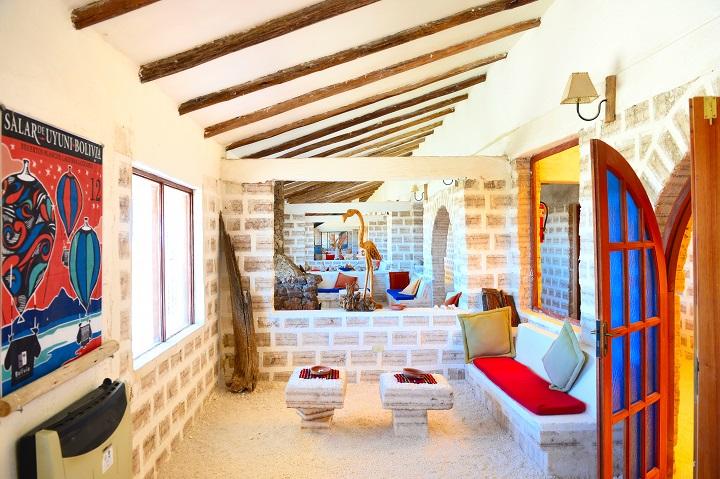 Luna Salada Hotel 是「鹽」造的酒店,牆壁是鹽磚,地面是鹽田。(攝影:鄔智明)