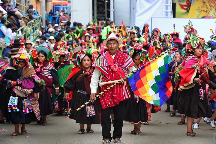 於波利維亞小鎮 Oruro,由各鄕社農民組織的 Anata Andino 園遊會。(攝影:鄔智明)