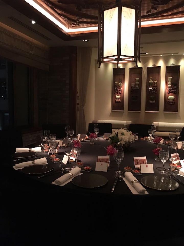 中華飲食文化的華麗與講究,在起鳳臺這個開場下,逐步呈現在食客眼前。