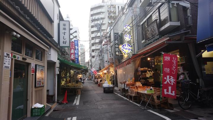 場外市場有各式餐廳及商店。(攝影:小山)