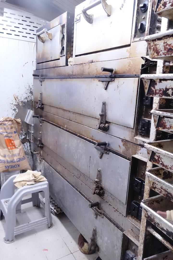 歷史悠久的「南方爐」,舊式麵包店常見。(攝影:陳志雄)