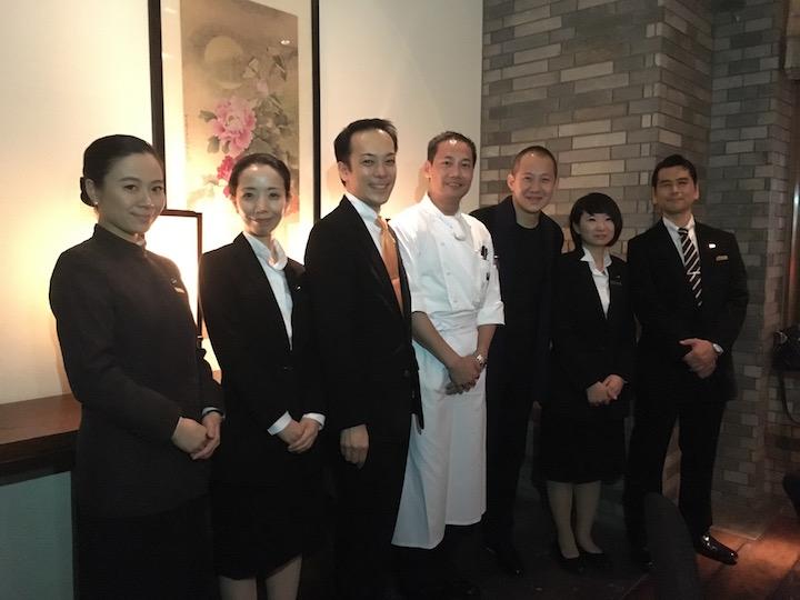 大廚陶國檢(左四)、Desmond(右三)與東京半島酒店團隊合照。