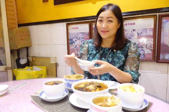 香港著名燉湯專門店「蛇王芬」第四代掌舵人吳翠寶(Gigi)