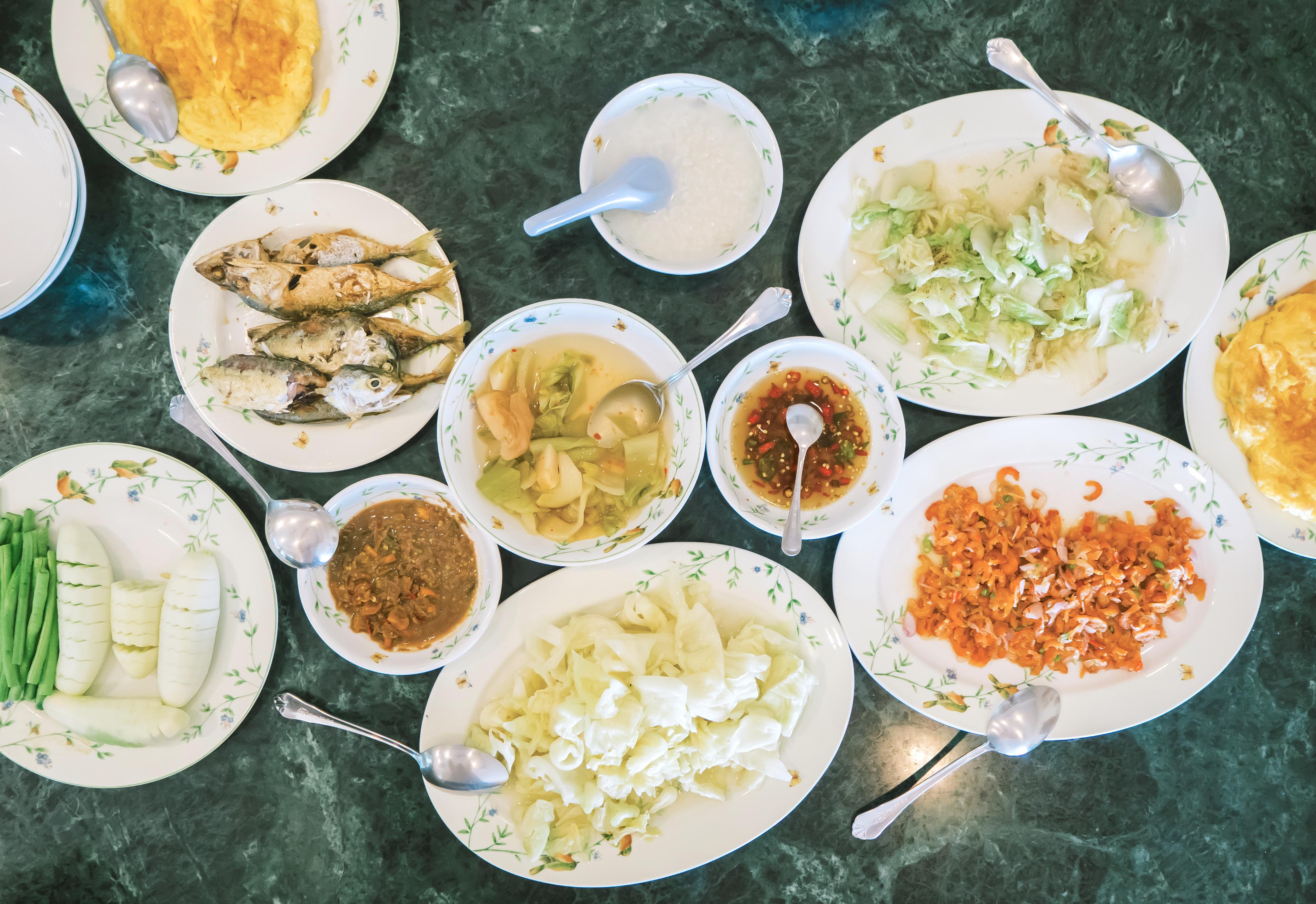 與潮州糜搭配的多種小菜。