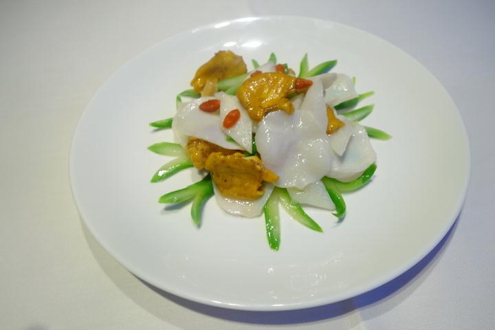 雞油菌淮山杞子炒螺片
