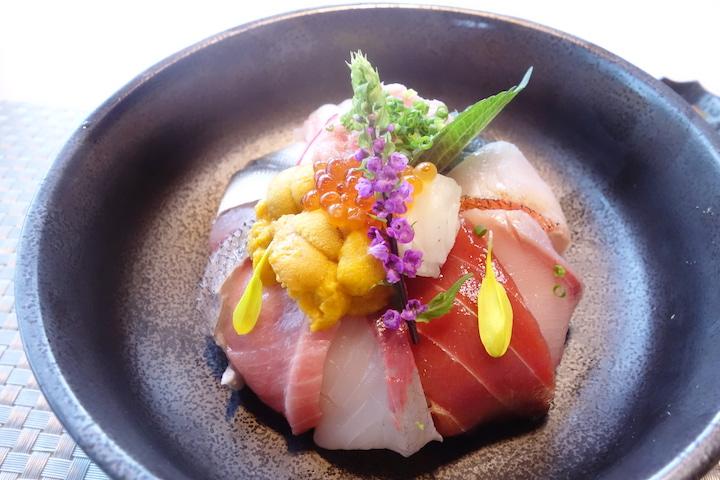 鮨蕾於午市供應的花刺身定食