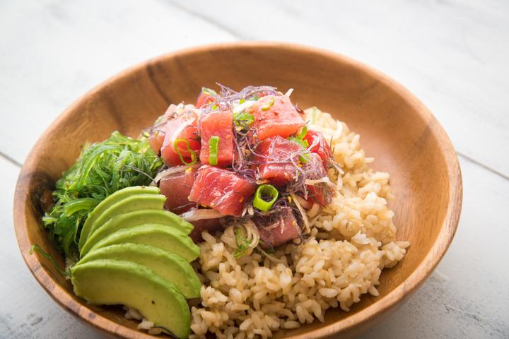 傳統上的 Poke 主要使用吞拿魚或八爪魚為製作食材。