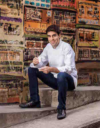 https://robert-parker-michelin-hk-prod.s3.amazonaws.com/media/image/2017/11/06/c66a02ba2ab042fa916a724c142128b9_Pierre-Chef-de-Cuisine-Jacky-Tauvry-2.jpg