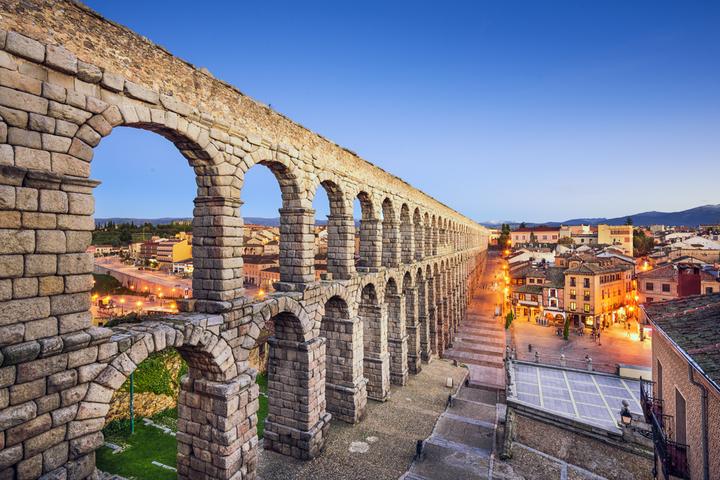 塞戈維亞的古羅馬輸水道遺跡。