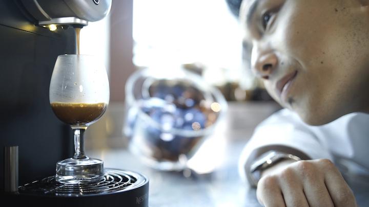 每天回到餐廳,Vicky 總是為自己製作一杯咖啡,好好思考一天的工作。