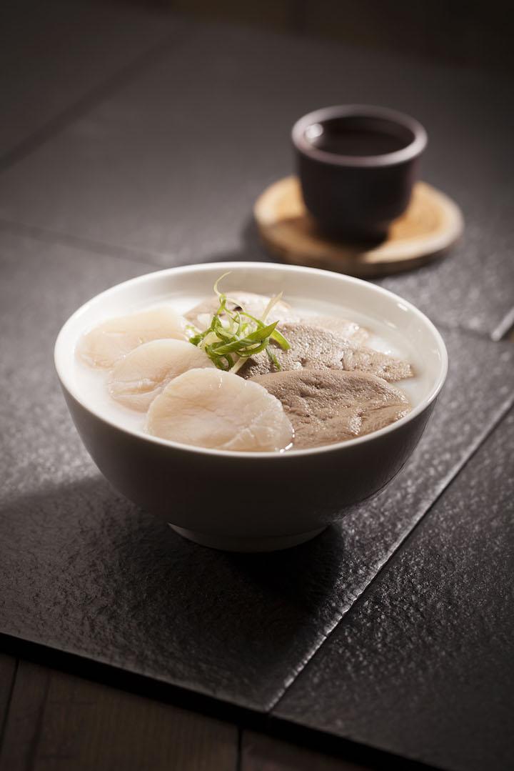 心肝寶貝粥,非常鮮甜的粥品,以魚粥加入刺身級帶子及黃沙豬肝,大大顆的帶子呈半熟狀態,而豬肝非常軟綿。