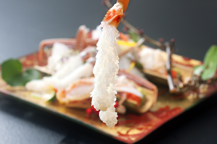 生吃松葉蟹刺身能嘗盡海洋的鮮美滋味。